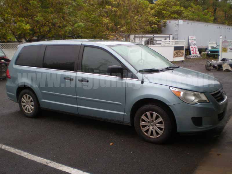 Parting Out 2009 Volkswagen Routan S Van L-62