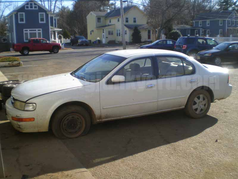 Parting Out 1999 Nissan Maxima GXE Sedan M-5