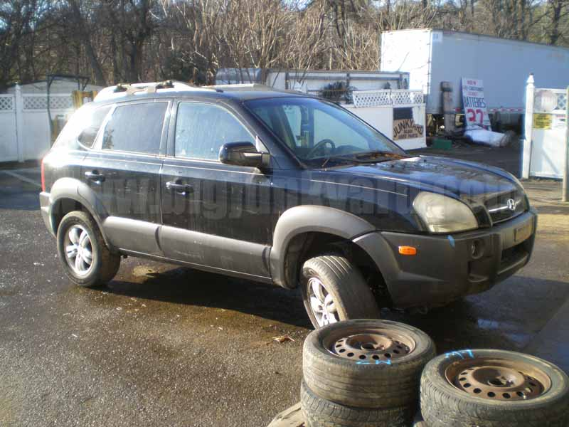 Parting Out 2006 Hyundai Tucson GLS 4WD M-8