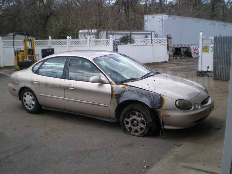 Parting Out 1998 Ford Taurus LX Sedan M-27