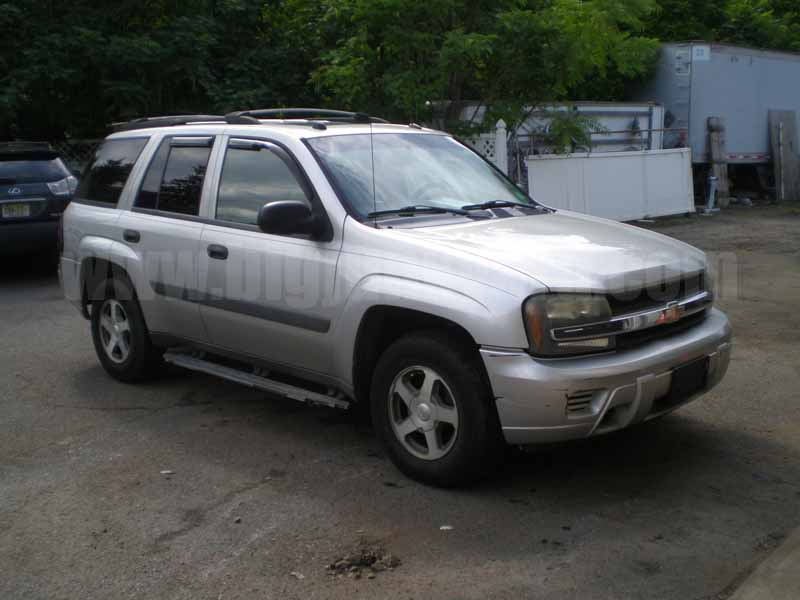 Parting Out 2005 Chevy Trailblazer LS 4WD M-40