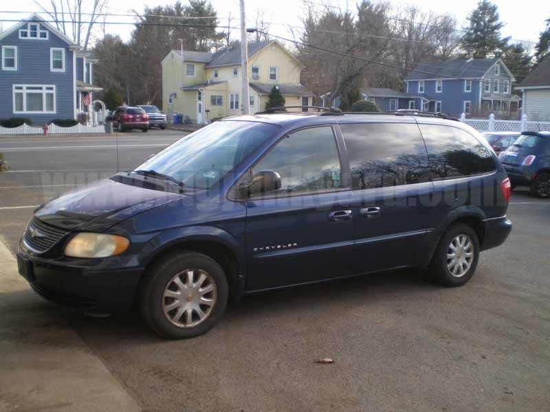 Parting Out 2001 Chrysler Town and Country EX FWD Extended N-3