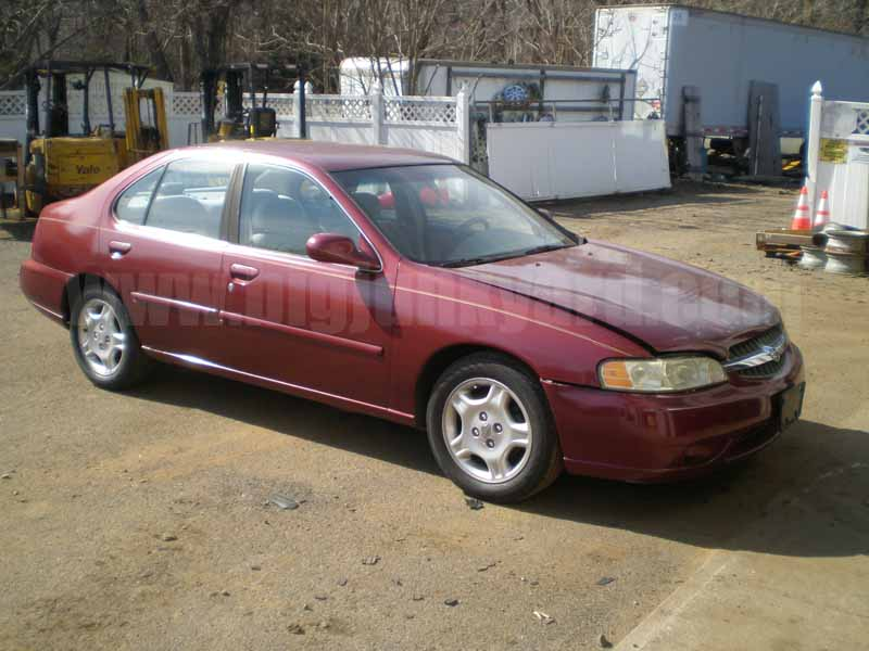 Parting Out 2000 Nissan Altima GXE Sedan N-7