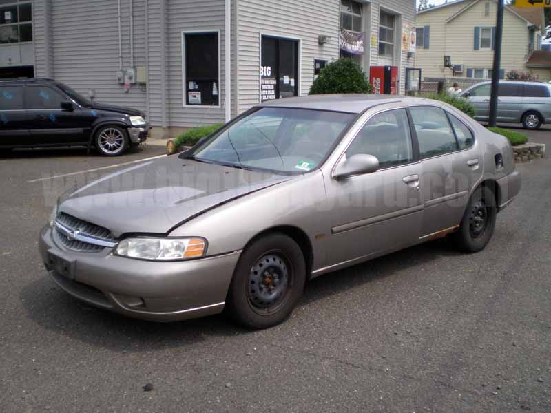 Parting Out Parting Out 2001 Nissan Altima GXE Limited Sedan N-32